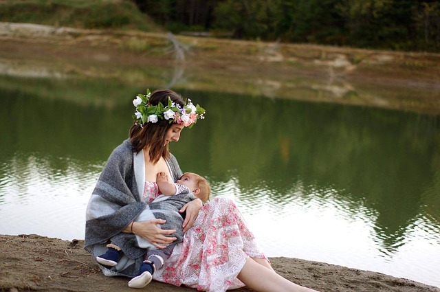 breastfeeding-2435896_640