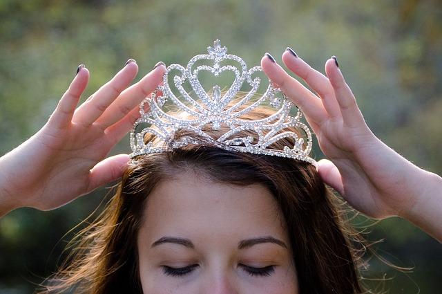 queen-2941437_640